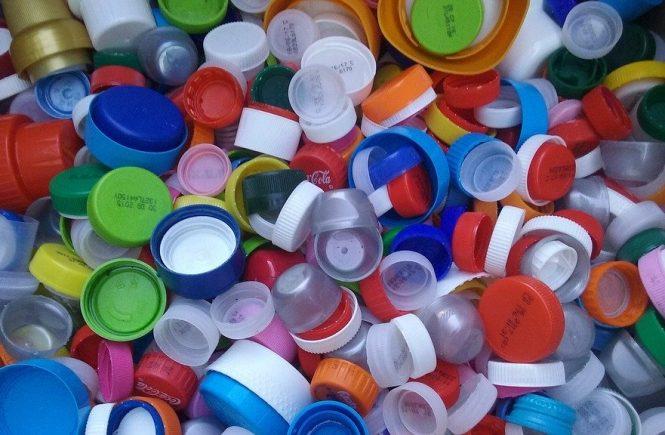 Raccolta tappi di plastica: quali sono le associazioni a cui puoi portarli?