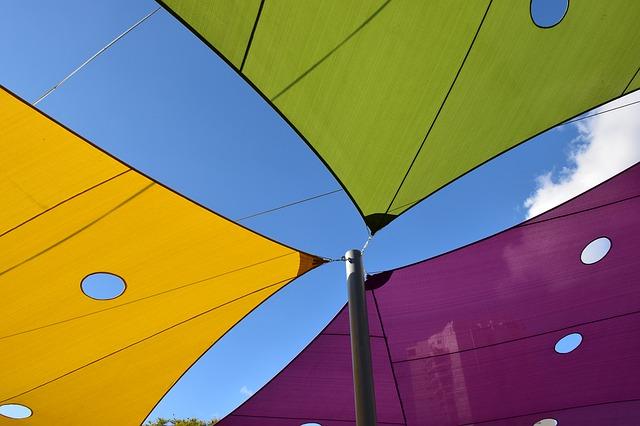 Tende a vela triangolari: la soluzione migliore per le piscine