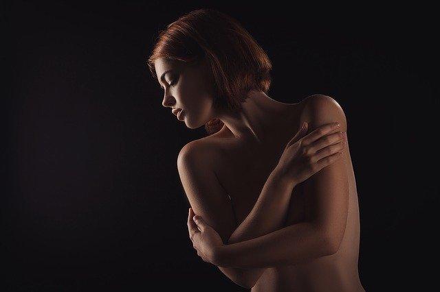 8 consigli per gestire la rosacea e altre malattie della pelle innescate dallo stress