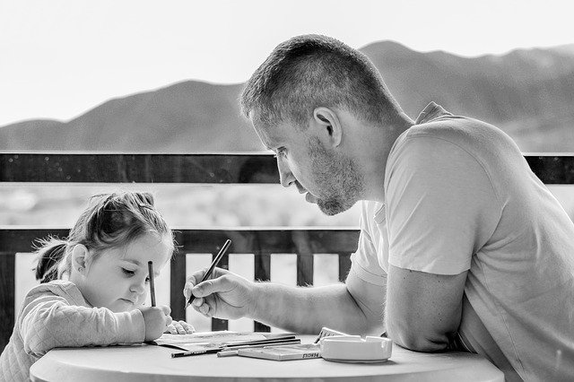7 giochi Montessori da fare in casa con papà